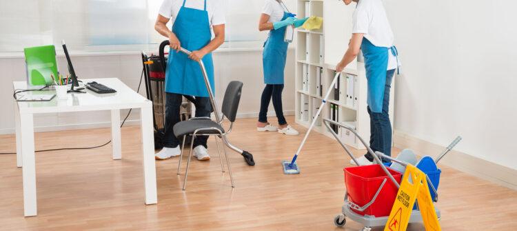 Стоимость оказания услуг по уборке помещений