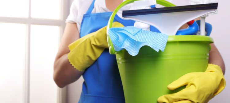 Почему стоит заказать услуги по мытью окон в СПб?