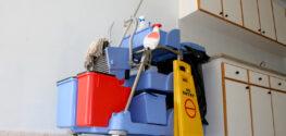 Почему необходима профессиональная уборка территории и помещений на производстве?