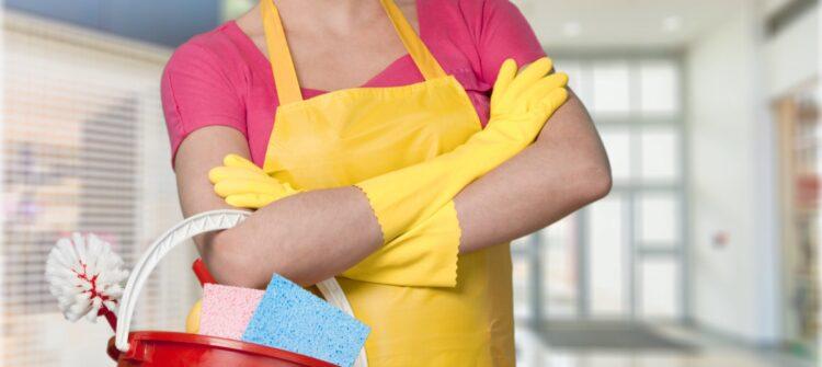 Кому доверить еженедельную уборку квартиры?