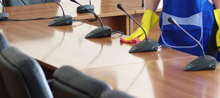 Чем удобна уборка офисов вечером в СПб?