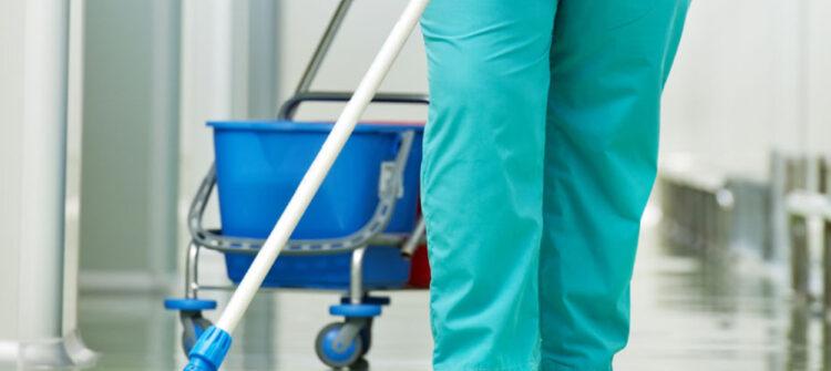 Как проводится уборка помещений поликлиники?